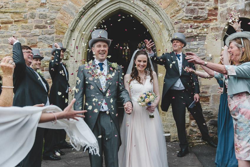 bride and groom confetti throw